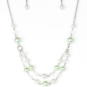💍 5 for $25 sale! 💍 Green Necklace
